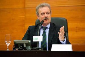 Manuel Campo Vidal pone micrófono a la voz de todo un país